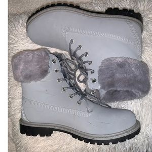 White/grey boots